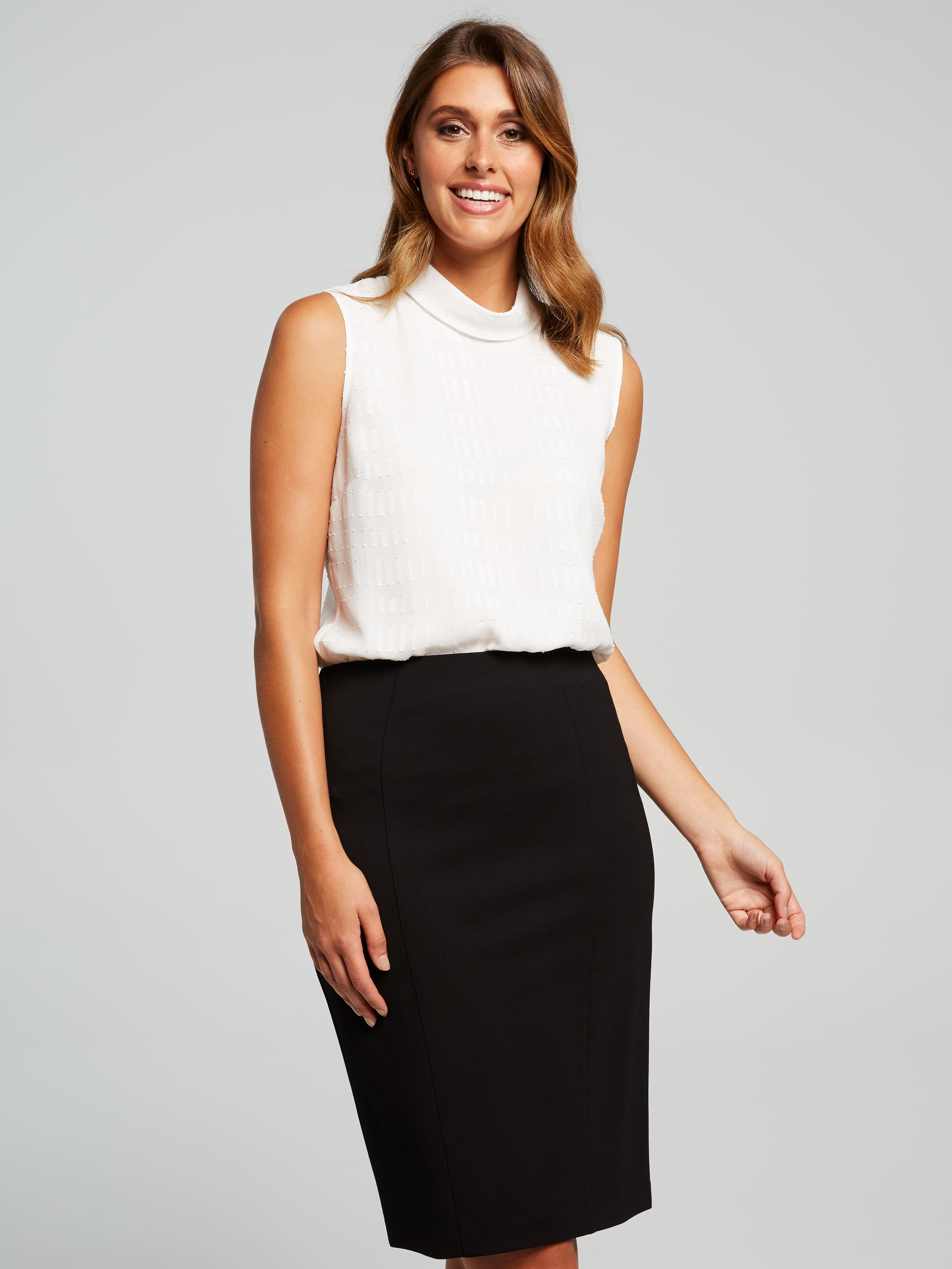 Part of our core Ponte range, the Ponte Pencil Skirt features a slim pencil silhouette, with a beautiful soft hand feel fabrication and a pull on elastic waist for extra comfort. A staple piece for all wardrobes.(Black, 16)